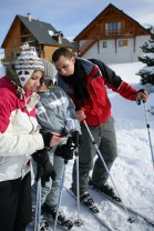 skiers planning route canstockphoto8796935 (2)
