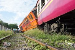 train-jump-track-derail-123rf-number-30671852_s