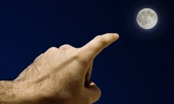 finger-moon